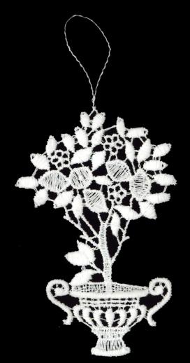 Bäumchen aus Plauener Spitze – griechischer Stil, mit Vogelbesuch