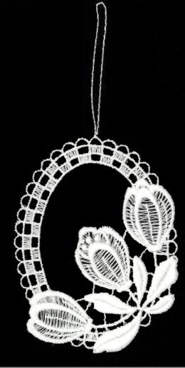 Drei Krokusse aus Plauener Spitze, voll aufgeblüht - beweisen ihre Schönheit