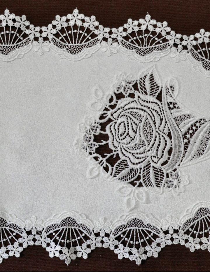Tischband Plauener Spitze 29x100 oval Rosentüte